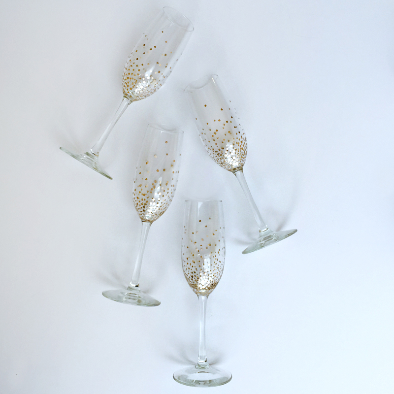 diy gold dot champagne flutes at luluscom