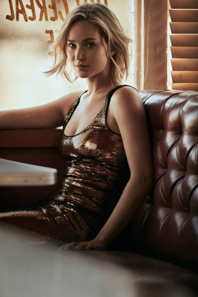 Jennifer-Lawrence-Vogue-December-2015-Cover-Photoshoot03