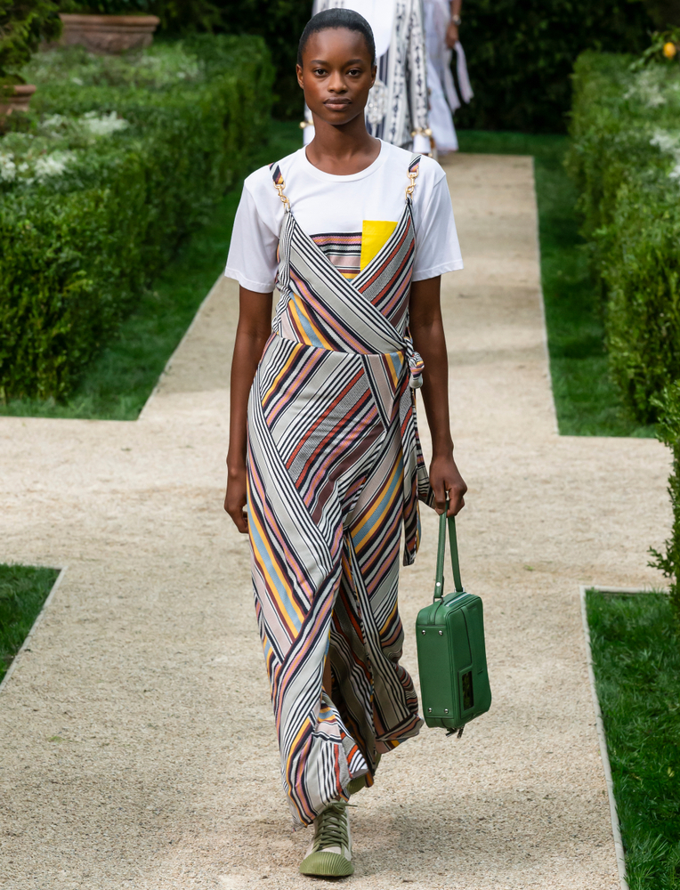 tory burch look from the runway at ss19 nyfw